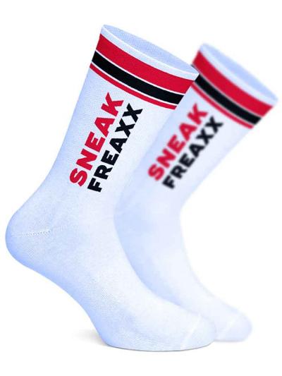 SNEAKFREAXX - Sneaks Horny