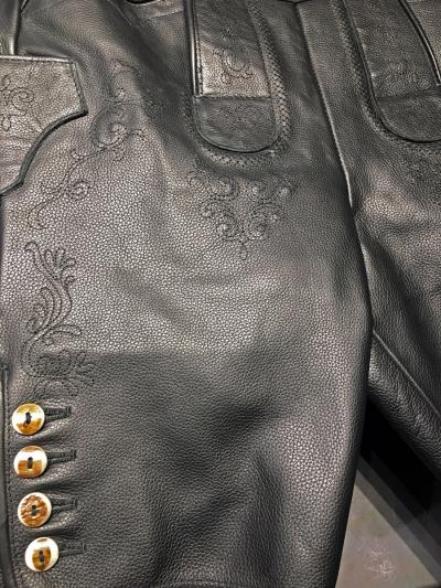 Spexter Bayerische kurze Lederhose - schwarze Stickerei